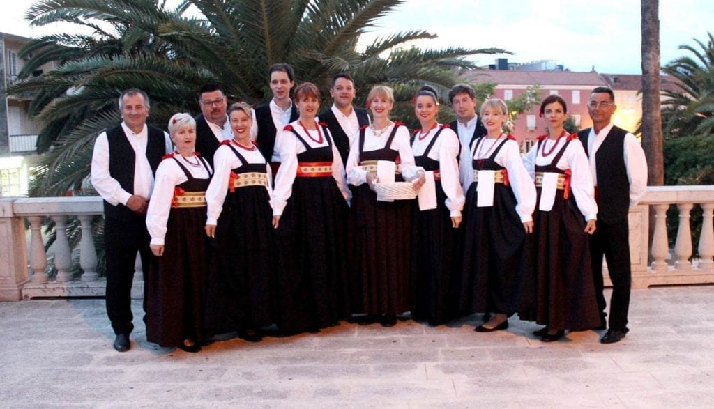 Folklor show in Supetar