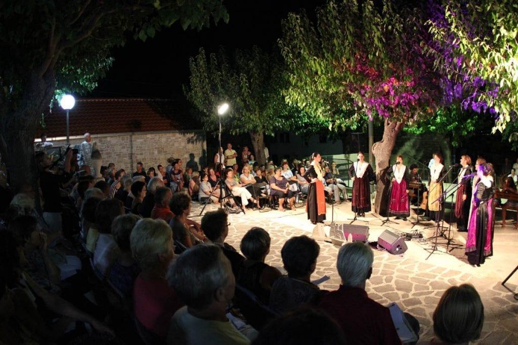 Otočki festival in Supetar